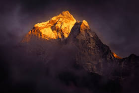 ama dablam,everest trek,sunset,base camp,himalayas,alpenglow,great mountains,stormy,nepal