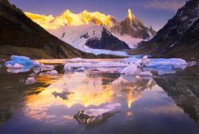 cerro torre sunrise,icebergs,patagonia,reflection,laguna torre,glaciers