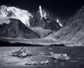 cerro torre picture,patagonia picture,lago torre,iceberg photo,black and white,El Chalten photos