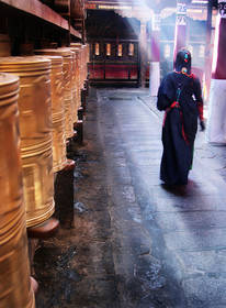 lhasa pilgrim,jokhang pilgrim,jokhang kora,jokhang temple,light shaft,tibet culture photo,buddhism