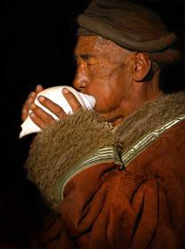 lhasa pilgrim,tibet pilgrim,barkhor pilgrim,jokhang pilgrim,lhasa portrait,tibet portrait,conch horn