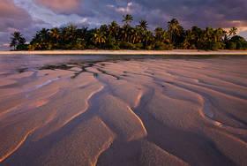 aitutaki beach,paul theroux,happy isles of oceania,maina island,aitutaki sunset