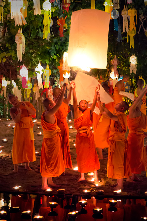 loi krathong, yi peng, chiang mai, thailand, floating lantern release, monks, candles, reflection, buddhism, culture, photo