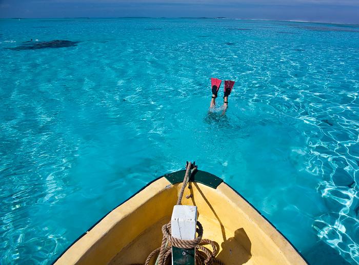 snorkeling, aitutaki lagoon photos, cook island photos, red fins, yellow boat,diving, photo