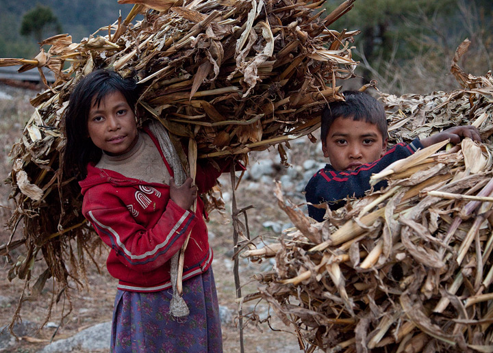 kalopani, nepal culture, kids, children, farmer,harvest, annapurna trek, photo