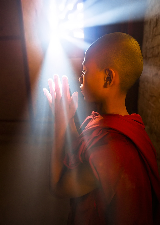 monk, light beams, praying, window, bagan, burma, buddhist, portrait, temple, culture, photo