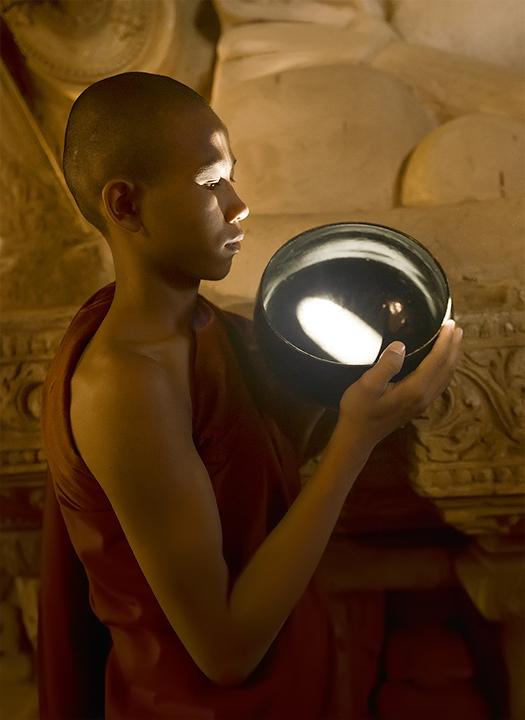 monk, alms bowl, reflection, temple, portrait, bagan, burma, buddhism, culture, photo