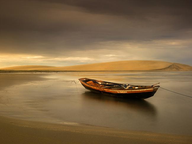 jericoacoara photos,brazil beach,beach boats,jeri pictures,jangada,sand dune,stranded, photo